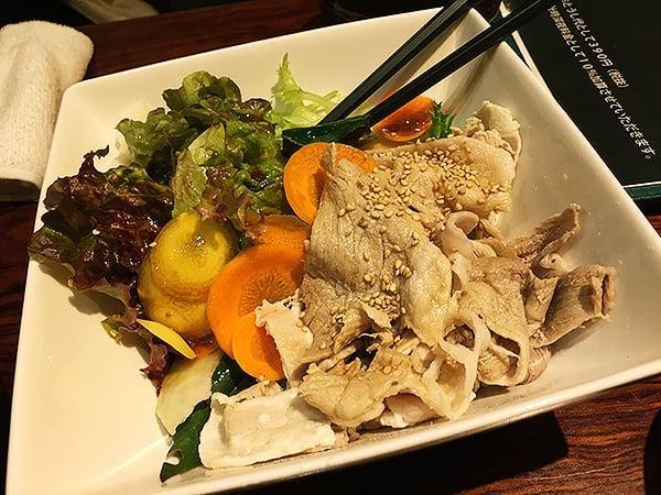 東京 浅草 ぬちぐすい|あぐー豚の冷しゃぶサラダ