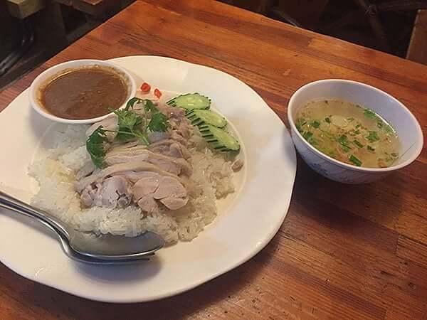 東京 池袋 ピラブカウ 池袋店|タイ風チキンライス