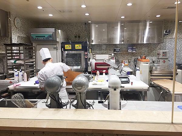 東京 有楽町 ザ・ペニンシュラ東京 BOUTIQUE & CAFE|調理場のようす