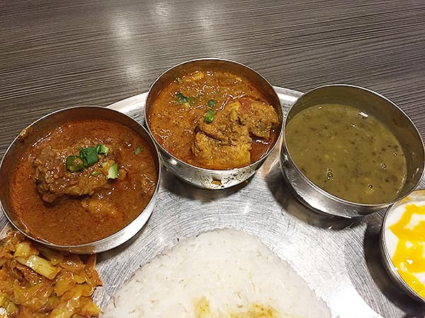 東京 新大久保 格料理店 ネパール民族料理 アーガン カレー3種