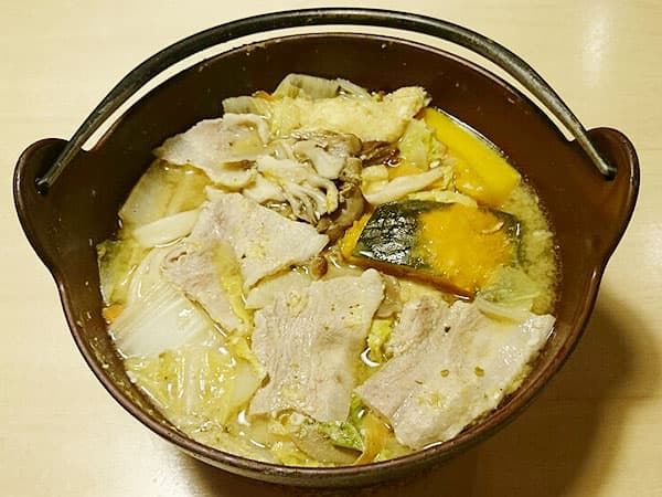 山梨 河口湖 ほうとう蔵 歩成 河口湖店|黄金ほうとう(豚肉)