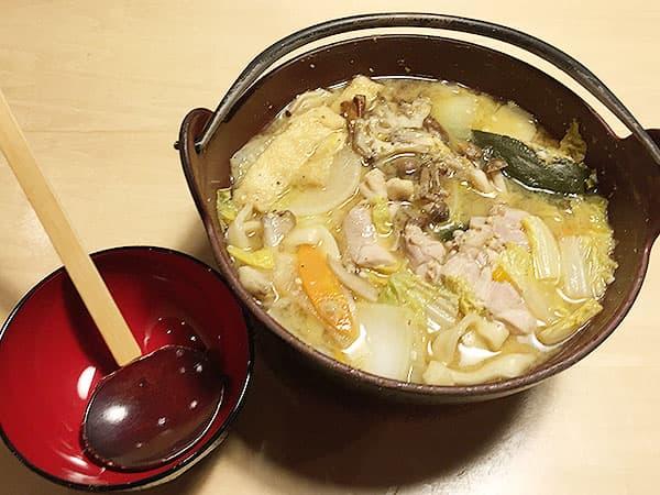 山梨 河口湖 ほうとう蔵 歩成 河口湖店|黄金ほうとう(鶏肉)