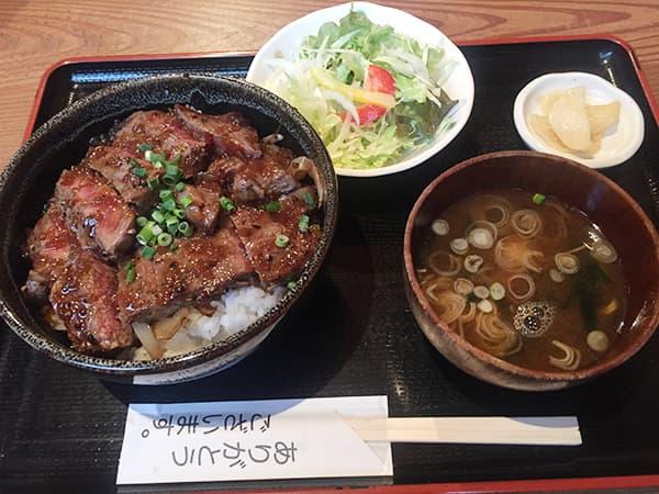 埼玉 上尾 高半 牛ステーキ丼