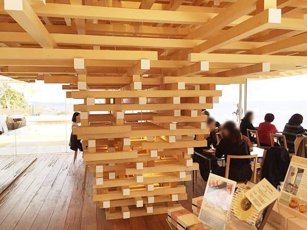 静岡 熱海 COEDA HOUSE(コエダハウス) 店内(隈研吾さんの設計)