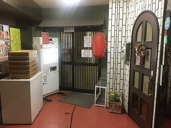 東京 練馬 麺 酒 やまの 入口