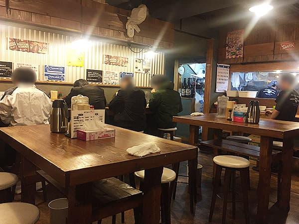 東京 練馬 麺 酒 やまの 店内