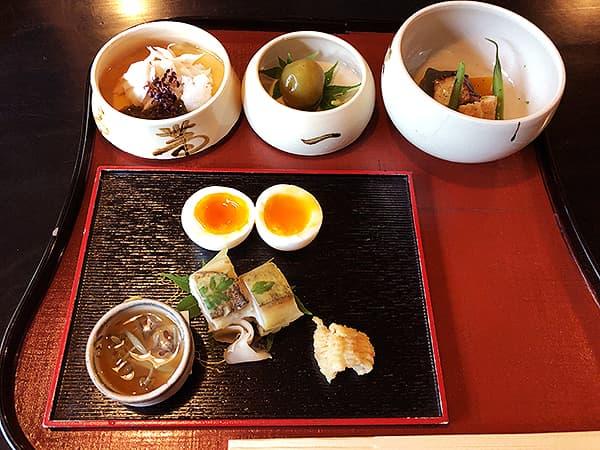 京都 南禅寺 瓢亭 別館|瓢箪型の三段の器と八寸