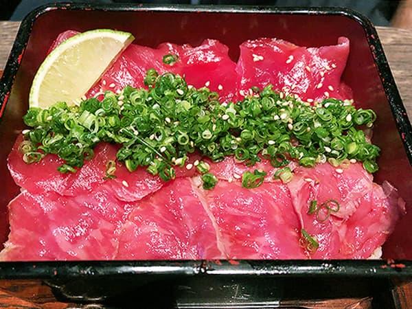 三重 津 いせもん本店|松阪牛レアステーキと鮪の半々重