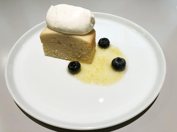 東京 青山 トラヤカフェ 青山店|レモンと白あんのケーキ