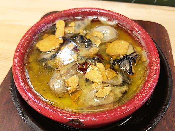 東京 新宿 肉バル BEEF KITCHEN STAND 歌舞伎町店|牡蠣のアヒージョ