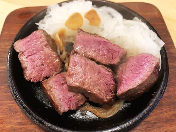 東京 新宿 肉バル BEEF KITCHEN STAND 歌舞伎町店|牛ハツのレアロースト