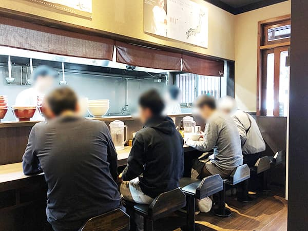 神奈川 戸塚 支那そばや 本店|店内