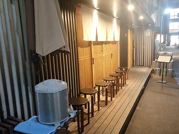 東京 日本橋 天丼 金子半之助 本店 店外椅子