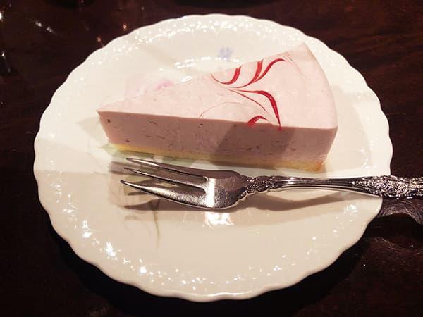 東京 池袋 皇琲亭|あまおうのレアチーズケーキ