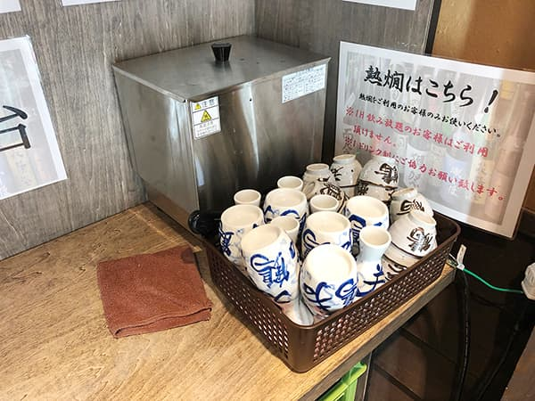 東京 池袋 47都道府県の日本酒勢揃い 富士喜商店 池袋本店|注ぎ場