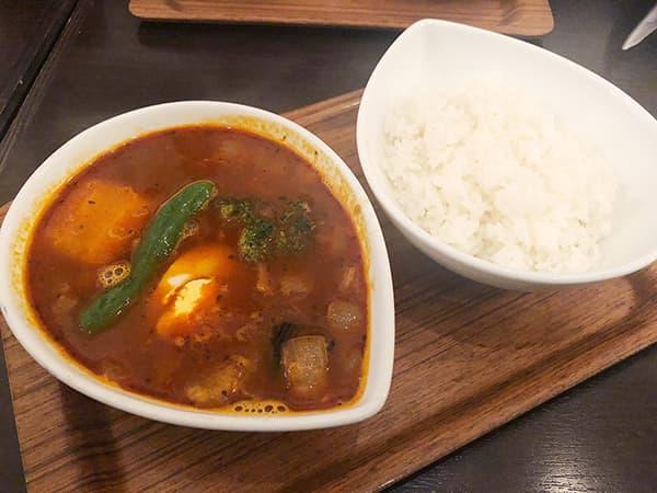 東京 神田 スープカレー屋 鴻 神田駿河台店|赤カレー