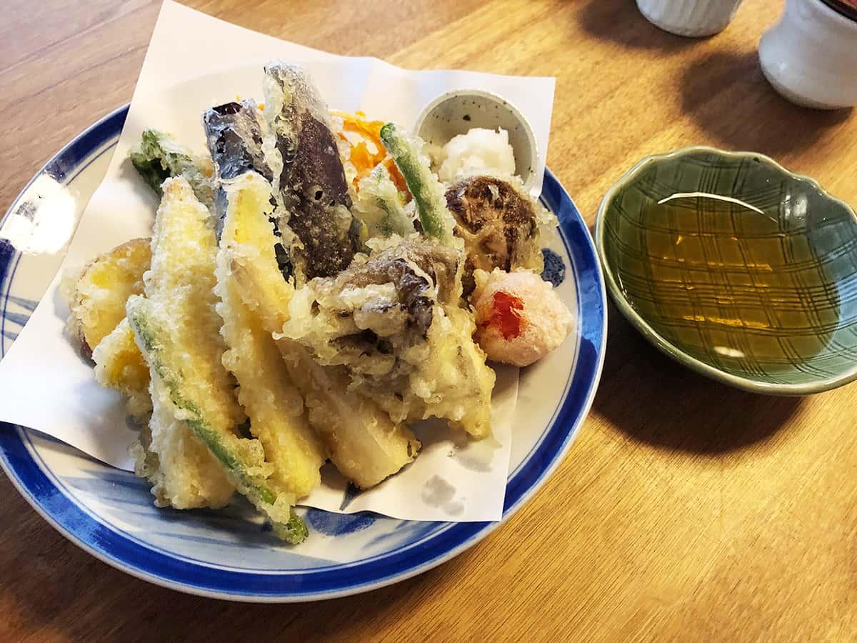 山形 天童 そば 吉里吉里 (きりきり)|野菜の天ぷら盛り合わせ