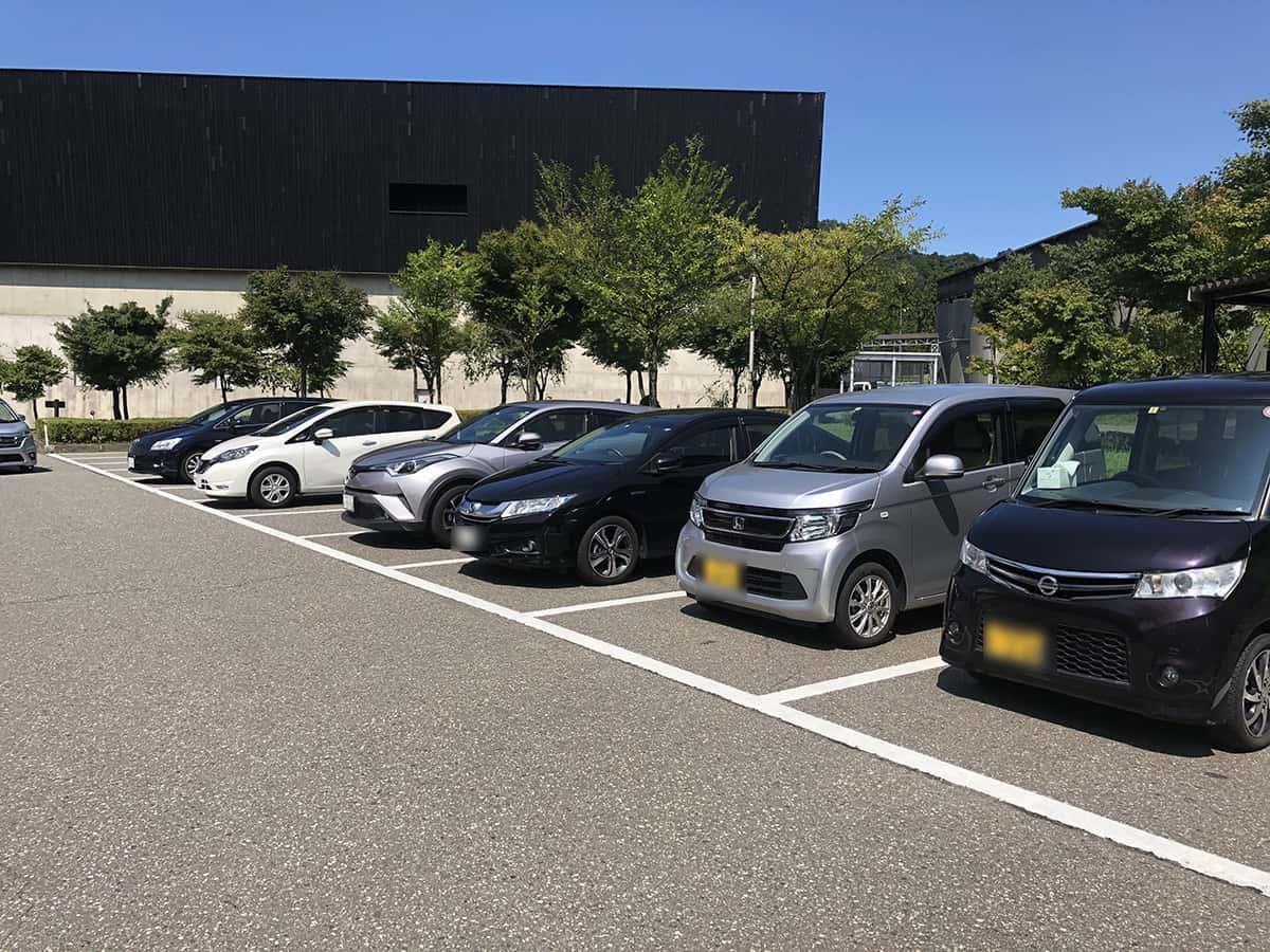 新潟 魚沼 そば屋 長森|駐車場