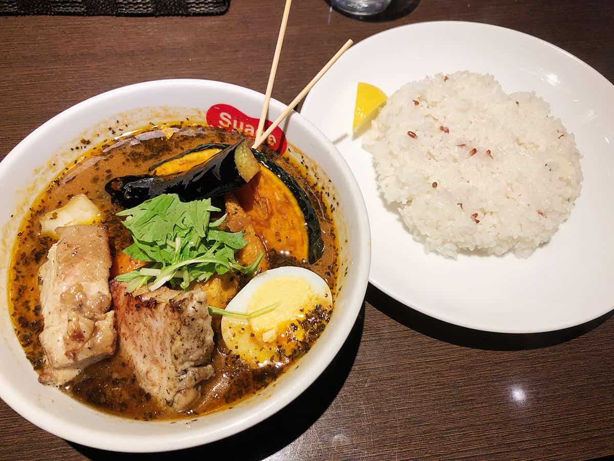 北海道 すすきの スープカリー スアゲ プラス 本店|ラベンダーポークの角煮カレー