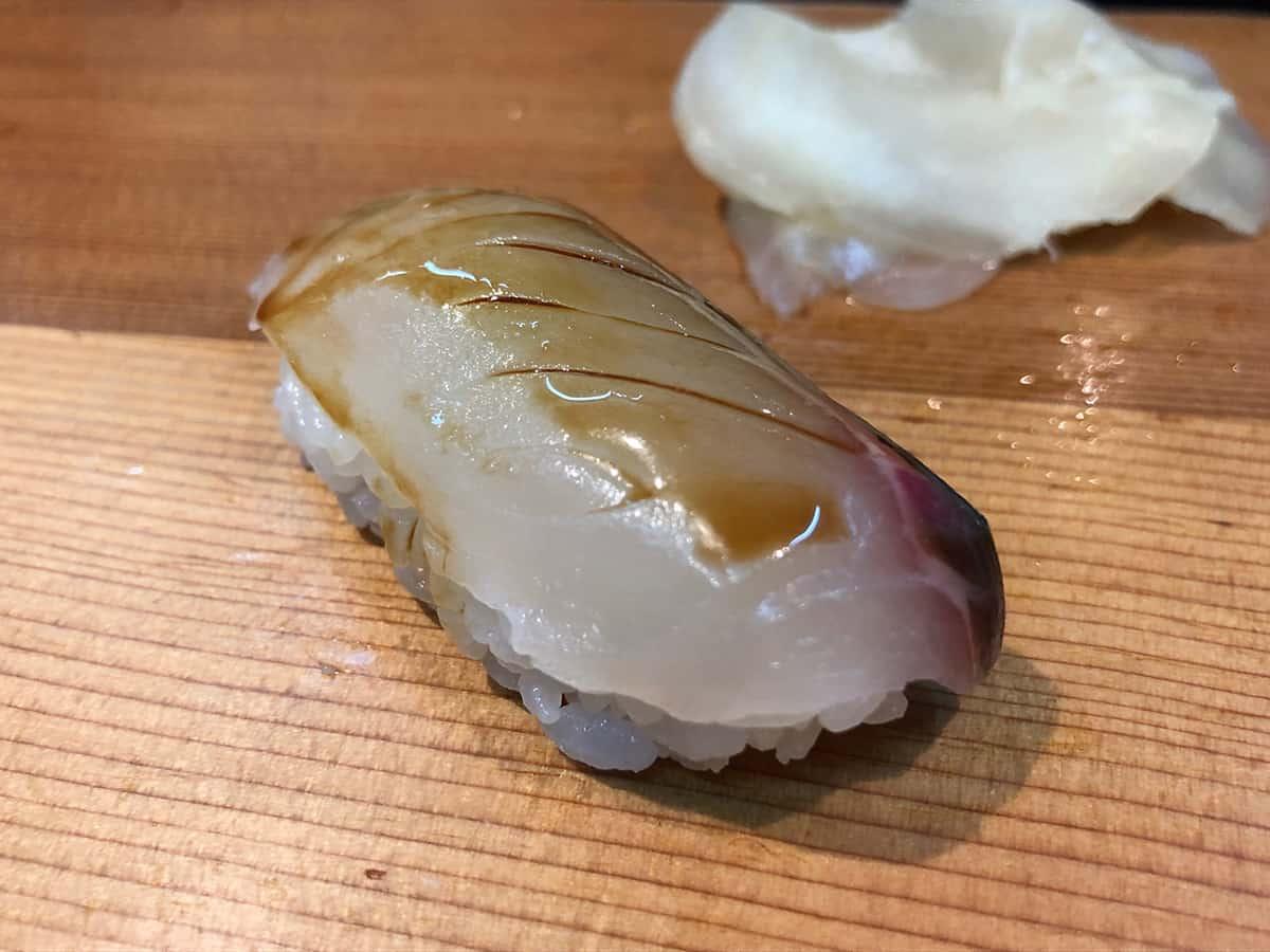 北海道 さっぽろ朝市 鮨の魚政|シマアジ