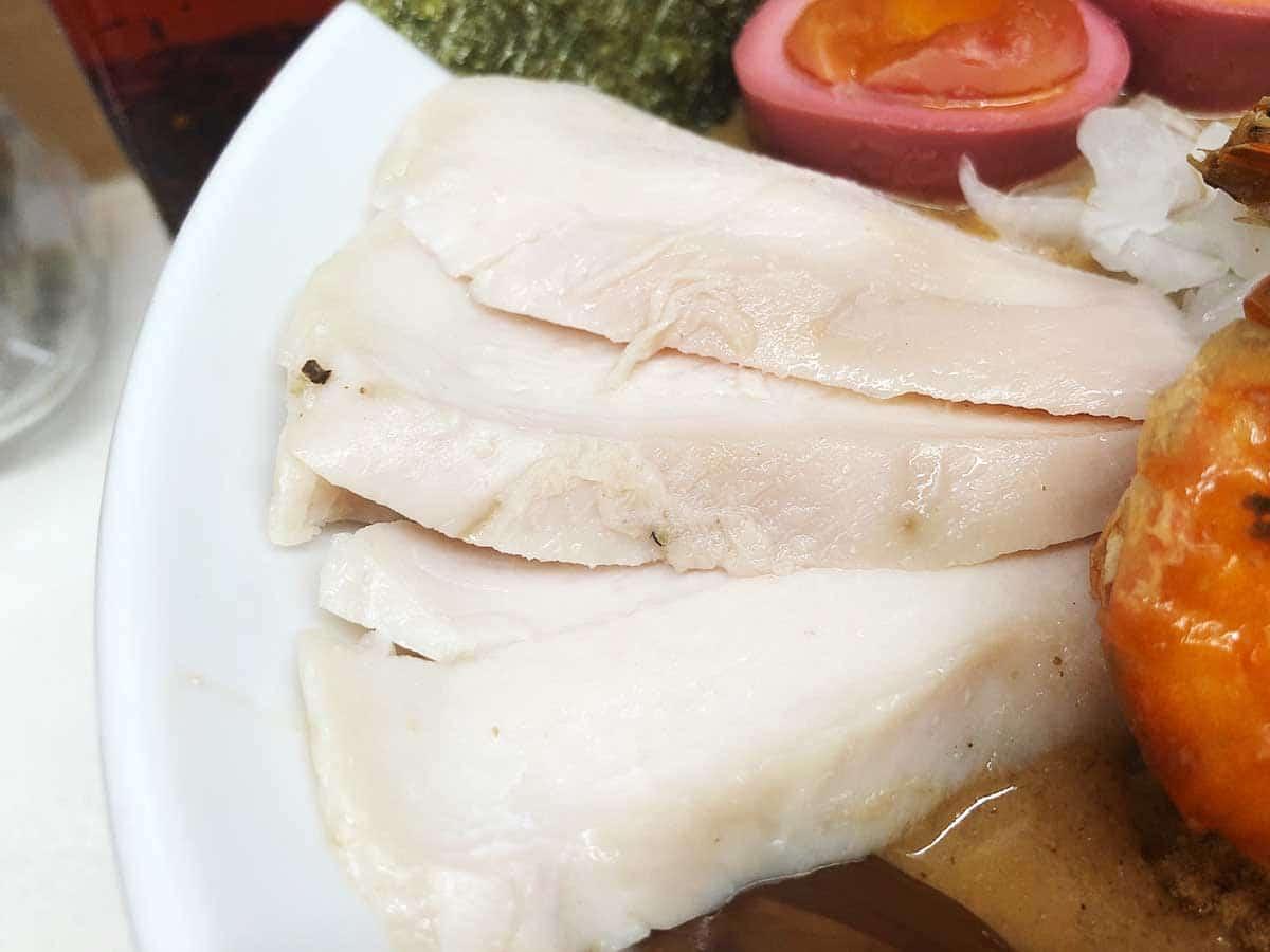 東京 銀座 マグロ卸のマグロ丼とラーメンの店|鶏チャーシュー
