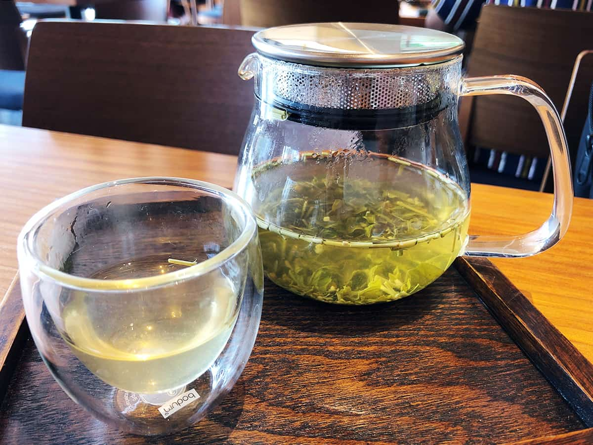 東京 築地 築地本願寺カフェ Tsumugi|国産レモンと柚子の茎茶