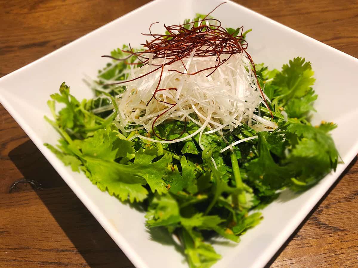 東京 小石川 中国料理 豊栄|パクチーのアツアツねぎ油炒め