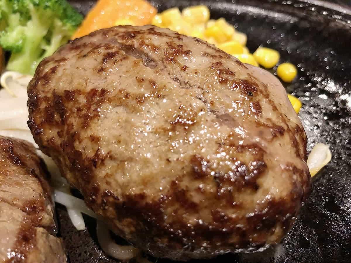 栃木県 那須町 ダイニングキッチン あ・かうはーど ハンバーグ