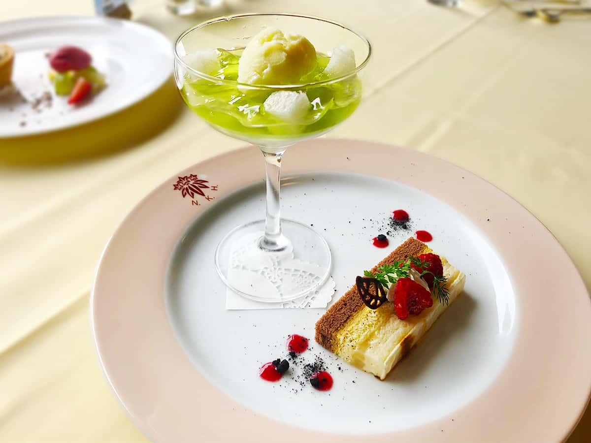 栃木 日光 日光金谷ホテル 「蔵の街ヨーグルト」のブランマンジェと栃木県産和梨とマスカットのジュレ   洋梨とキャラメルのガトーに柚子のソルベと共に